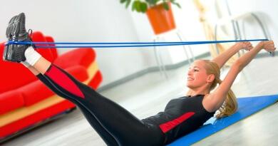 Trening przy użyciu gumy do ćwiczeń