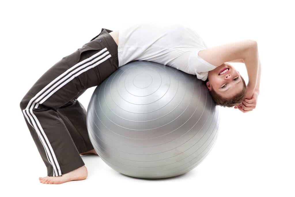 5b1219bf5652 Stretching przy użyciu piłki do ćwiczeń