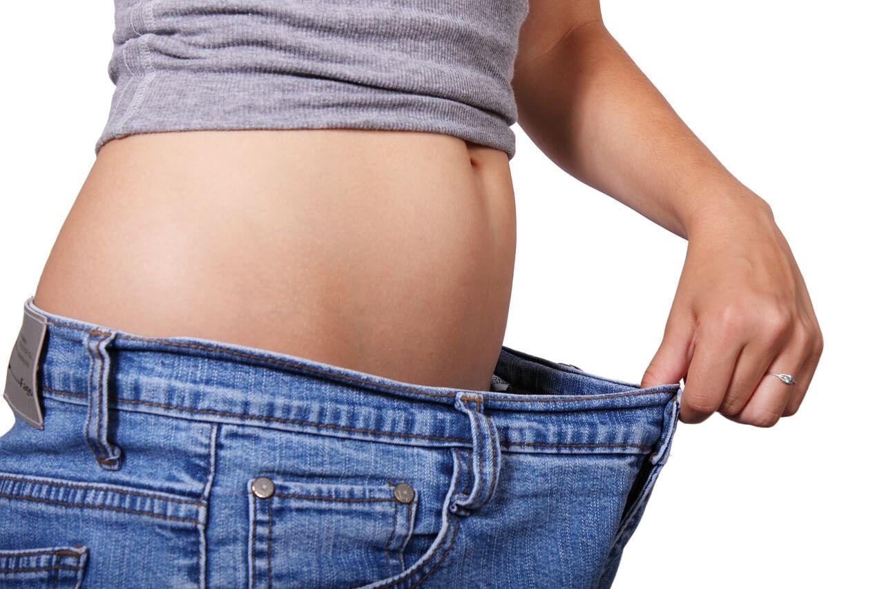 Efekty używania pasa odchudzającego widać już po kilkunastu użyciach. Należy jednak pamiętać, że to tylko dopełnienie treningu. Nic nie pomoże, gdy nie pomyślimy o diecie czy innych ćwiczeniach.