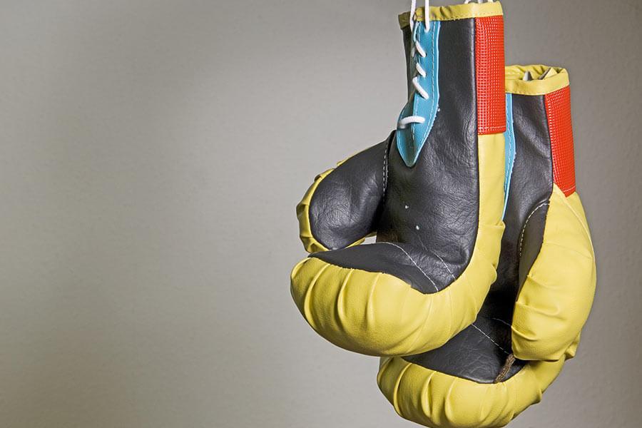 Rękawice bokserskie. Intensywny trening pięściarski potrafi być idealnym uzupełnieniem dla codziennego treningu na siłowni czy treningu fitness.