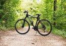 Rower crossowy jest bardzo uniwersalny - nadaje się do jazdy zarówno po asfalcie jak i drogach polnych.