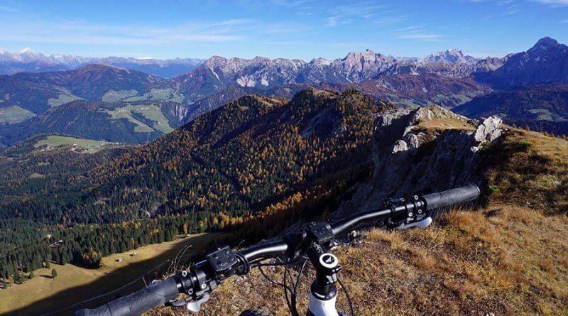 Rowery górskie (ang. MTB) przeznaczone są do jazdy w ciężkim terenie, np. w górach, na torach z przeszkodami itd..