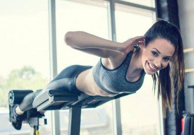 Ćwicząc często zapominamy w zadbaniu o partie mięśniowe pleców. A przecież to od nich zależy tak wiele podczas treningu siłowego. Przedstawiamy najpopularniejsze ćwiczenia na plecy w domu.