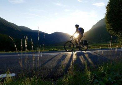 Rower elektryczny nie jest nowym wynalazkiem. Ma już kilkadziesiąt lat. Dlaczego więc właśnie teraz zyskuje coraz większą popularność?