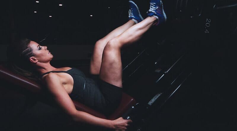 Ćwiczenia na nogi w domu - przykładowe najlepsze ćwiczenia.